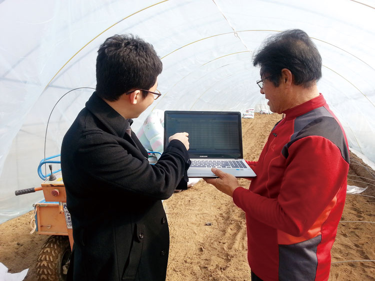 ▲ '스마트팜 현장지원센터'에는 스마트팜 농가를 지원하기 위해 현장지원인력이 배치되어 있다.